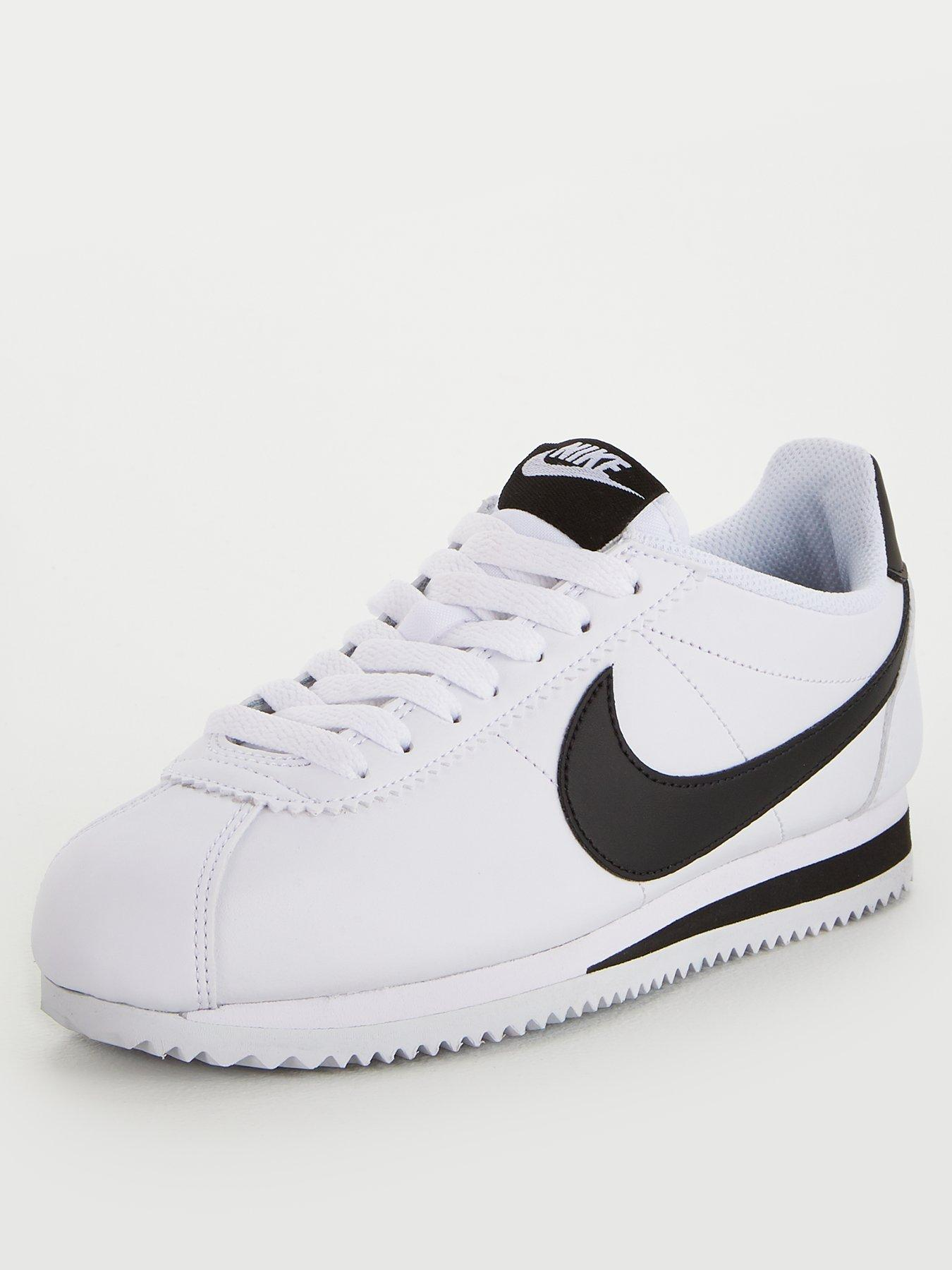 black nike trainers womens